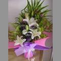 d66ff5bd9e QF1183-white lilies hand bouquet