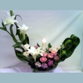 9c6bc9b832 QF1186-white lily with carnation table arrangement